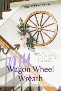 DIY Wagon Wheel Wreath #rustic #rustichomedecor #homedecor #diy #diydecor #diywreath #farmhousestyle